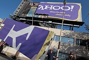 San Francisco Landmark Yahoo Billboard Comes Down